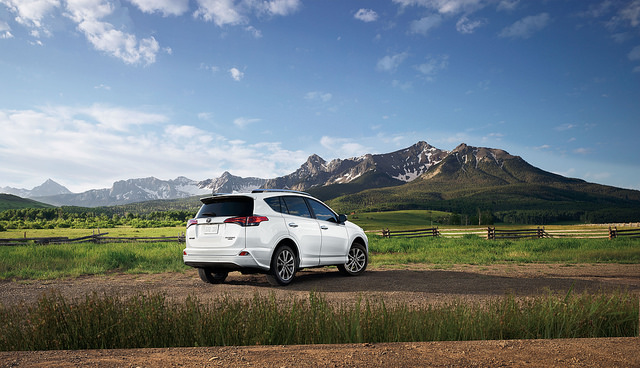 2017-Toyota-RAV42
