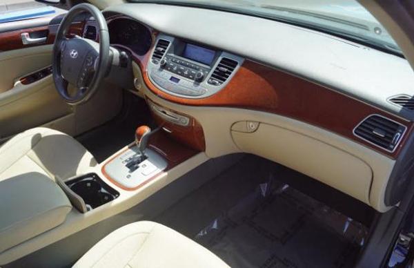 8 2013 Hyundai Genesis 3.8 Sedan